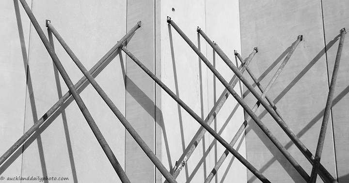 Construction criss-cross