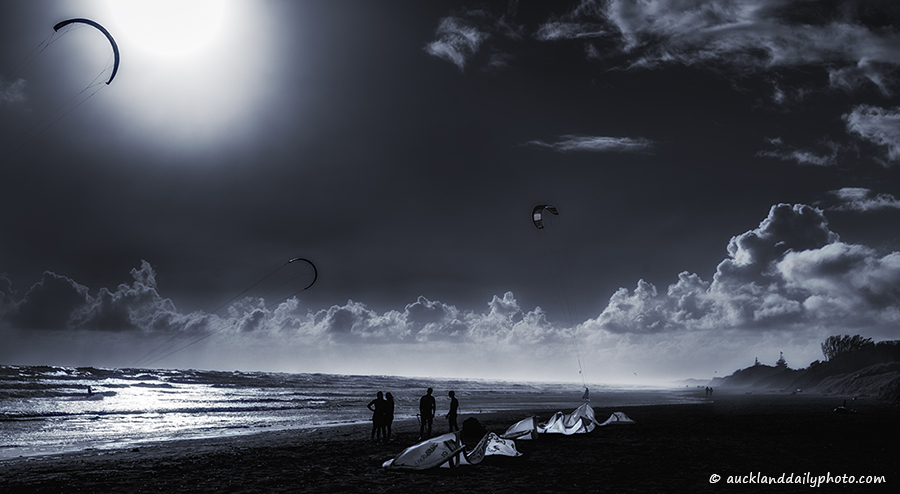 Muriwai Kite Surfing